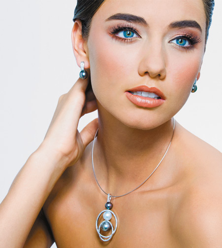 18k Tahitian Pearl and Diamond Earrings and Necklace